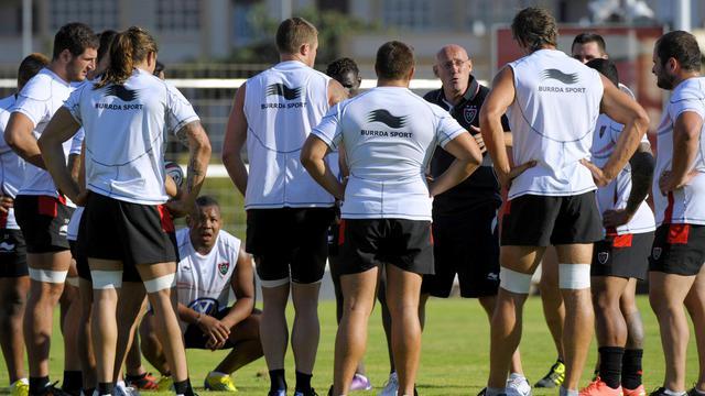 L'entraîneur de Toulon Bernard Laporte avec ses joueurs, le 23 juillet 2012 lors d'un entraînement. [Franck Pennant / AFP/Archives]