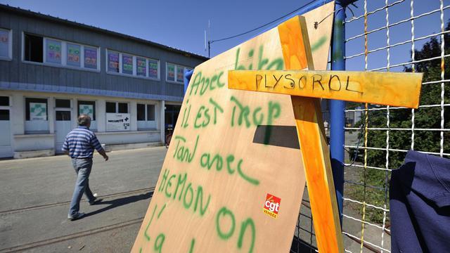 La direction de l'ex-leader européen du contreplaqué Plysorol a annoncé mercredi la fermeture des trois sites français de l'entreprise qui emploie 277 personnes dans l'Hexagone, a indiqué à l'AFP le directeur des ressources humaines, Aymeric Hémon.[AFP]