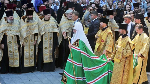 L'attitude intransigeante de la hiérarchie orthodoxe russe dans l'affaire Pussy Riot a écorné l'image de l'Eglise dans la société et troublé une partie des fidèles, y compris des prêtres, pour qui pardonner aux jeunes femmes aurait été plus conforme aux valeurs chrétiennes.[AFP]