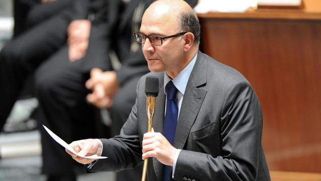 """Un possible gel temporaire des prix des carburants est """"toujours d'actualité"""" et le gouvernement n'exclut """"en rien"""" de l'appliquer en cas de remontée des prix à la pompe, a déclaré mardi le ministre de l'Economie Pierre Moscovici devant les députés.[AFP]"""