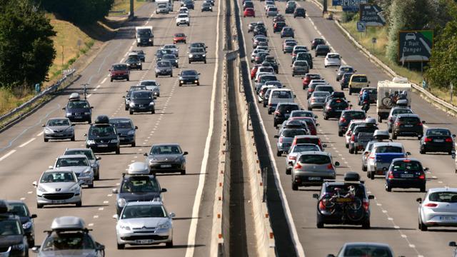 Trois cent quarante-deux personnes sont décédées sur les routes de France en août, soit une baisse de la mortalité routière de 7,6% (moins 28 morts) par rapport au mois d'août 2011, a annoncé vendredi la Sécurité routière dans un communiqué. [AFP]