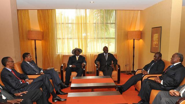 """Les chefs d'Etats des Grands Lacs se réunissent pour la troisième fois en deux mois vendredi et samedi à Kampala, pour tenter d'apaiser les violences dans l'est de la République démocratique du Congo (RDC) et mettre en place une """"force neutre"""" qui devrait y être déployée. [AFP]"""