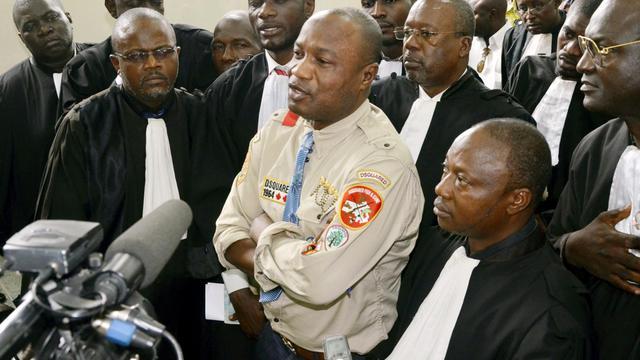 """Le chanteur congolais Koffi Olomidé, déjà mis en examen en France pour viols et séquestrations, a été condamné jeudi à Kinshasa à trois mois de prison avec sursis pour """"coups et blessures volontaires"""" contre son producteur, qui a finalement abandonné les poursuites, a constaté l'AFP.[AFP]"""