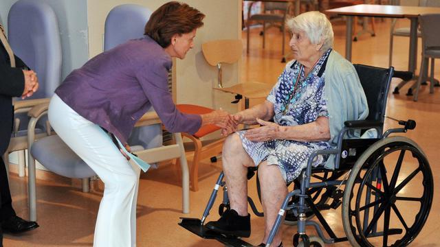 Le gouvernement espère endiguer les suicides de personnes âgées, qui ont le plus souvent lieu à domicile, grâce à des mesures comme la formation renforcée des professionnels de l'aide à domicile, a annoncé lundi la ministre en charge de ce dossier, Michèle Delaunay. [AFP]