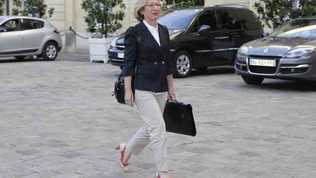 La ministre de l'Enseignement supérieur, Geneviève Fioraso, arrive le 22 août 2012 à l'hôtel Matignon, à Paris [Kenzo Tribouillard / AFP/Archives]