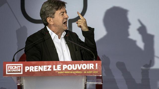 """L'ex-candidat du Front de gauche à la présidentielle Jean-Luc Mélenchon a estimé dimanche que """"les riches"""" qui, comme le patron de l'empire du luxe LVMH, Bernard Arnault, veulent s'installer à l'étranger, étaient des """"parasites"""". [AFP]"""