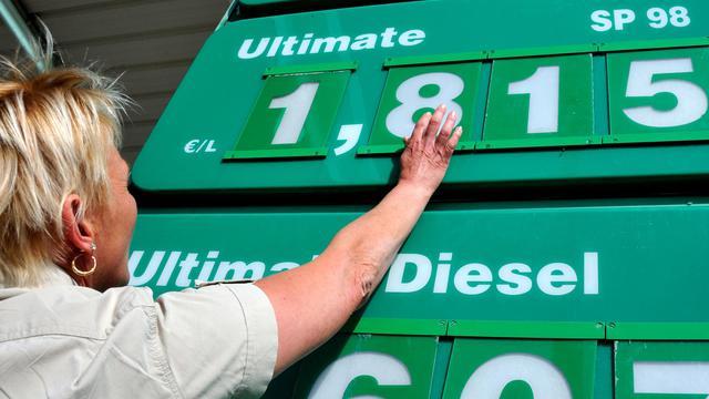 Le prix du carburant en hausse à la pompe le 29 août 2012 à Lestrem en France [Philippe Huguen / AFP]