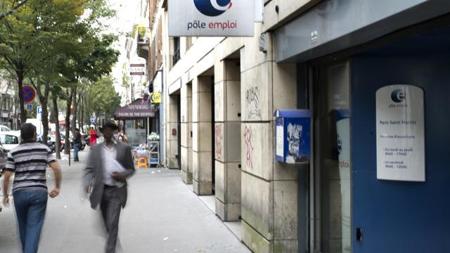 """Un chômeur de 54 ans a saisi le tribunal administratif de Paris afin de faire constater que Pôle emploi a violé son obligation d'accompagnement et de suivi, a appris lundi l'AFP auprès de son avocat, qui qualifie cette procédure d'""""inédite"""". [AFP]"""