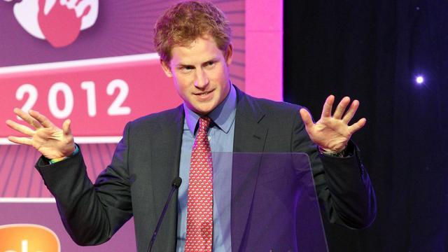 Le patron de Scotland Yard a défendu mardi les officiers de sécurité du prince Harry accusés par des journaux britanniques d'avoir laissé prendre des photos du jeune homme nu à Las Vegas, estimant qu'ils n'avaient pas à intervenir dans la vie privée du petit-fils de la Reine. [POOL]
