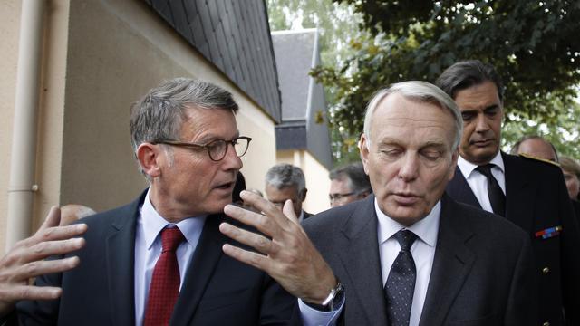 Vincent Peillon et Jean-Marc Ayrault le 4 septembre 2012 à Aubevoye [Charly Triballeau / AFP/Archives]