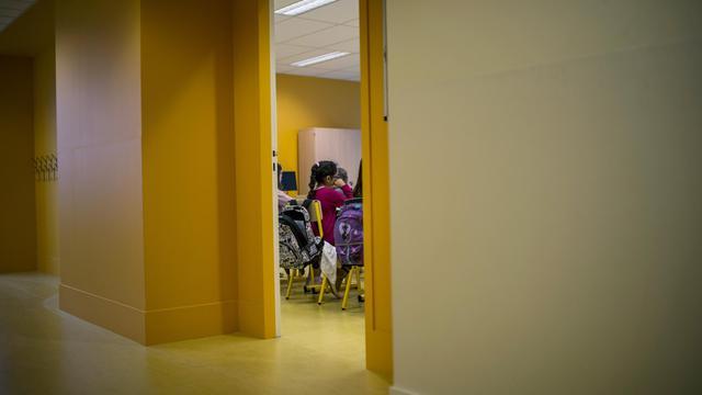 Des élèves assis dans une salle de classe [Jeff Pachoud / AFP/Archives]