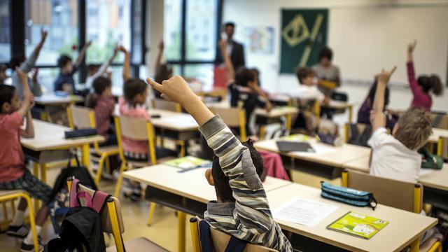 """Pas facile d'avouer être """"de droite"""" quand on est prof, une profession dont le coeur penche à gauche. Pour briser ce """"tabou"""" et défendre des """"valeurs traditionnelles"""", Véronique Bouzou, enseignante en région parisienne, vient de créer l'association """"Profs de droite et fiers de l'être"""". [AFP]"""