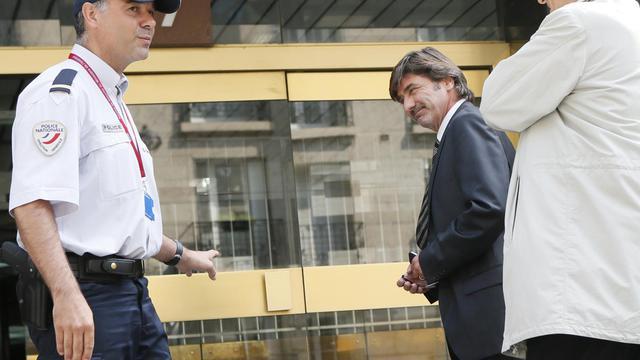 Michel Neyret (D), ex-numéro deux de la police judiciaire de Lyon, mis en examen dans une affaire de trafic d'influence et de stupéfiants, le 4 septembre 2012 à Paris [Patrick Kovarik / AFP/Archives]
