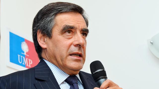 """François Fillon, candidat à la présidence de l'UMP, a vu lundi en François Hollande un président """"aux abois"""" voulant masquer son """"désarroi"""" et a prédit une aggravation du chômage dans deux ans. [AFP]"""