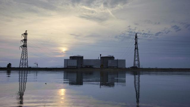 Greenpeace a réclamé mardi des moratoires sur les investissements prévus à la centrale nucléaire de Fessenheim, dont la fermeture est actée d'ici 2017, et sur la recherche de gaz de schiste, deux sujets au menu de la conférence environnementale vendredi et samedi. [AFP]