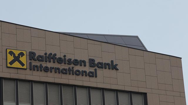 Le logo de la banque autrichienne Raiffeisen International (RBI), à Vienne [Alexander Klein / AFP/Archives]