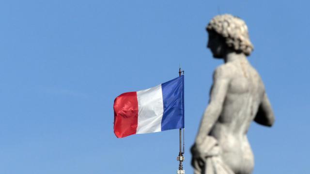 Le drapeau français sur le toit du Sénat [Jacques Demarthon / AFP/Archives]