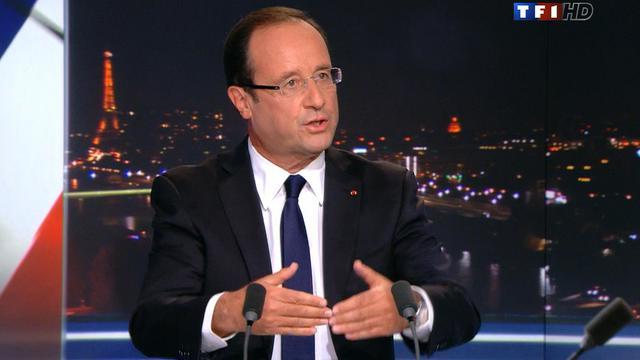 """François Hollande, qui assume d'être """"en première ligne"""" avec un Premier ministre Jean-Marc Ayrault cantonné dans son rôle de chef d'orchestre du gouvernement, s'est attiré les sarcasmes de la droite, le PS saluant au contraire l'avènement d'une """"présidence de combat"""". [TF1]"""