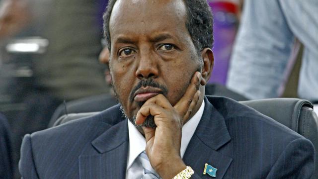 Le nouveau président somalien Hassan Cheikh Mohamoud, à peine élu lundi soir, est sorti indemne mercredi d'un attentat suicide, revendiqué par les islamistes shebab, contre l'hôtel où il réside à Mogadiscio et qui a tué au moins trois soldats. [AFP]