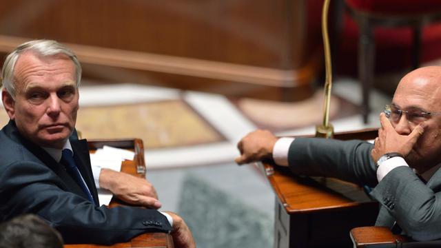 Le Premier ministre Jean-Marc Ayrault (g) et le ministre du Travail Michel Sapin, le 11 septembre 2012 à Paris [Eric Feferberg / AFP/Archives]