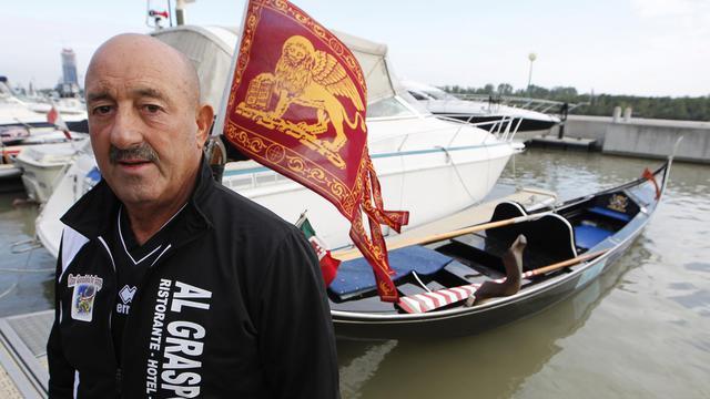 Le gondolier vénitien Vittorio Orio, le 14 septembre 2012, avant son départ de Vienne, pour un voyage de 300 km sur le Danube [Dieter Nagl / AFP/Archives]