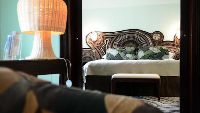 Dans la suite de l'hôtel Lutetia à Paris décorée par les Brésiliens Humberto et Fernando Campana, en septembre 2012 [Franck Fife / AFP]