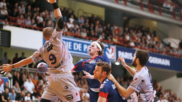 Le Danois du PSG Handball Mikkel Hansen au tir lors de la 1re journée du Championnat de France contre Cesson, le 14 septembre 2012 à Paris. [Kenzo Tribouillard / AFP/Archives]