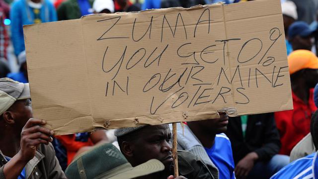 Marche de protestation de mineurs sud-africains à Rustenburg, le 16 septembre 2012 [Alexander Joe / AFP/Archives]
