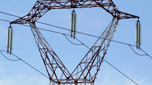 Une ligne électrique à haute tension [Pascal Pavani / AFP]