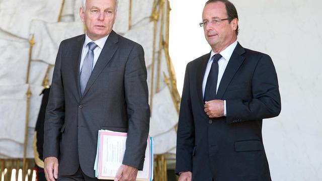 Le président François Hollande (d) et son Premier ministre Jean-Marc Ayrault (g) le 19 septembre 2012 à Paris [Bertrand Langlois / AFP]
