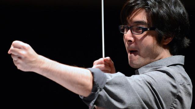 Le chef singapourien Darrell Ang dirige l'Orchestre symphonique de Bretagne en répétition, le 20 septembre 2012 à Rennes [Damien Meyer / AFP]