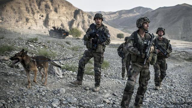 Des soldats français le 24 septembre 2012 sur la route menant à Naghlu en Afghanistan [Jeff Pachoud / AFP]