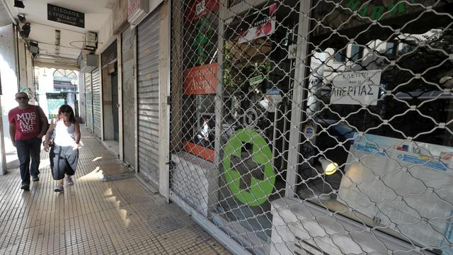 Pharmacie fermée lors d'une grève générale contre un nouveau plan de rigueur, le 26 septembre 2012 à Athènes [Louisa Gouliamaki / AFP]