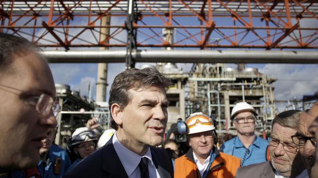 Arnaud Montebourg lors d'une visite de la raffinerie Petroplus de Petit-Couronne, près de Rouen, le 26 septembre 2012 [Charly Triballeau / AFP]