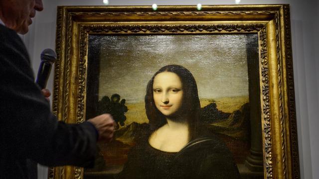Alessandro Vezzozi, directeur du Museo Ideale Leonardo Da Vinci, présente ce qui serait une version antérieure de la Joconde, à Genève, le 27 septembre 2012 [Fabrice Coffrini / AFP]