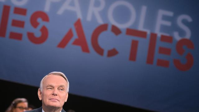 """Le Premier ministre Jean-Marc Ayrault sur le plateau de France 2 pour """"Des paroles et des actes"""", le 27 septembre 2012 [Bertrand Langlois / AFP]"""