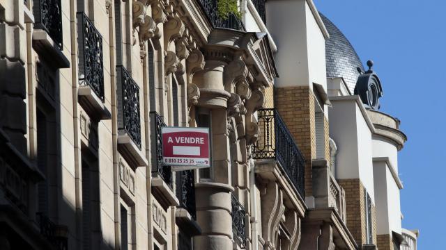 Un bien immobilier à vendre à Paris [Jacques Demarthon / AFP/Archives]