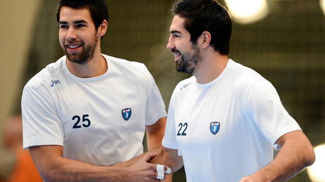 Les frères Luka (g) et Nikola Karabatic avant le match PSG-Montpellier, le 30 septembre 2012 à Paris [Franck Fife / AFP/Archives]