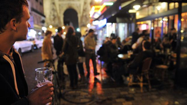 Une terrasse de bar à Paris [Mehdi Fedouach / AFP/Archives]