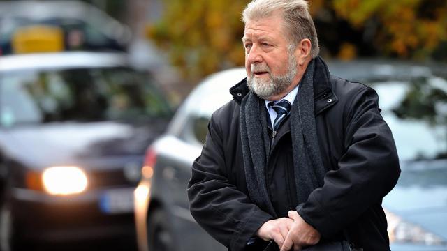 Jean-Pierre Kucheida, l'ancien député-maire socialiste de Liévin, arrive le 17 octobre 2012 à l'hôtel de police de Douai (Nord) [Philippe Huguen / AFP/Archives]
