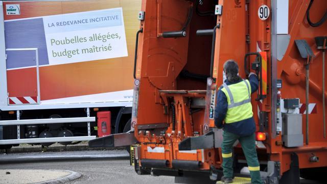 Collecte d'ordures à Serre-les-Sapins, près de Besançon, le 17 octobre 2012 [Sebastien Bozon / AFP]
