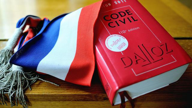 Le Code civil et une écharpe d'élu [Philippe Huguen / AFP/Archives]