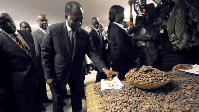 Le président ivoirien Alassane Ouattara (C) à la Conférence mondiale du cacao le 20 novembre 2012 à Abidjan [Sia Kambou / AFP/Archives]