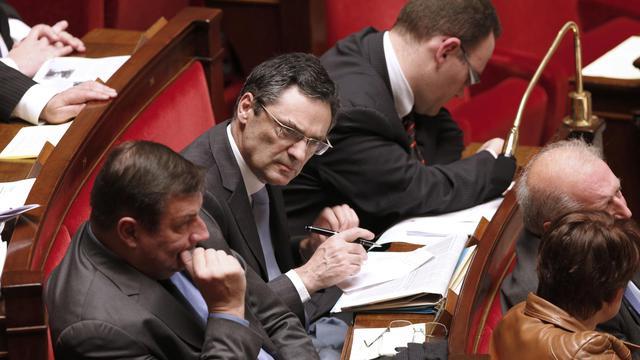 Le député UMP Patrick Devedjian (centre), le 19 décembre 2012 à l'Assemblée nationale à Paris [Francois Guillot / AFP/Archives]
