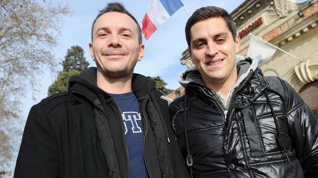 Vincent Autin (g) et son compagnon Bruno posent à Montpellier, le 12 janvier 2013 [Pascal Guyot / AFP/Archives]