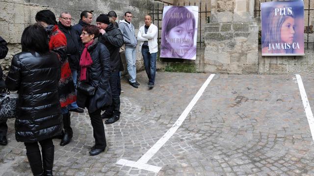 Des proches de Clara sont rassemblés  le 23 janvier 2013 devant le palais de Justice de Béziers [Sylvain Thomas / AFP]