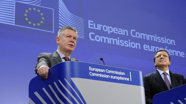 Le commissaire européen au Commerce, Karel De Gucht, et le président de la Commission, Jose Manuel Barroso, le 13 février 2013 à Bruxelles [John Thys / AFP/Archives]