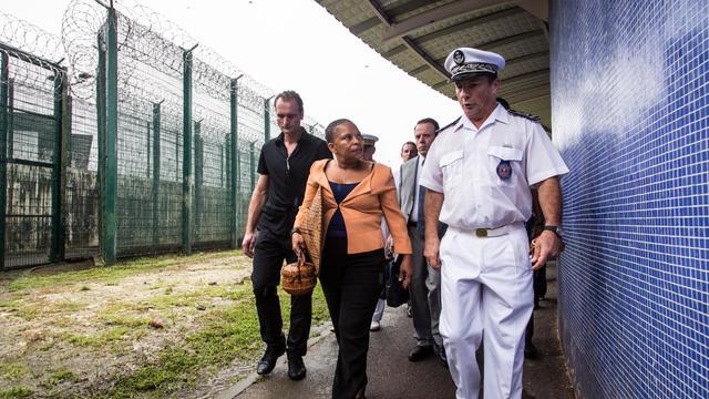 La ministre de la Justice, Christiane Taubira, visite la prison de Remire-Montjoly (Guyane), le 25 février 2013 [Jody Amiet / AFP/Archives]