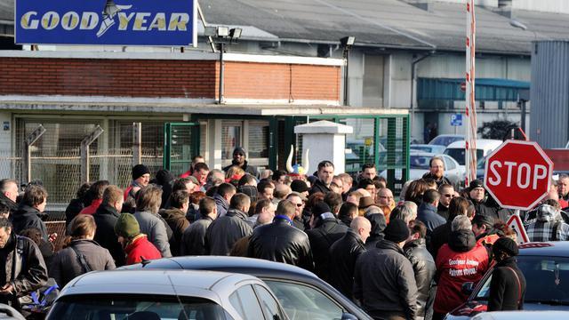 Des salariés de Goodyear devant le site d'Amiens-nord, le 26 février 2013 [Philippe Huguen / AFP/Archives]