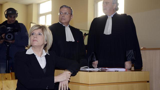 La député PS Sylvie Andrieux et ses avocats, le 4 mars 2013 au tribunal de Marseille
